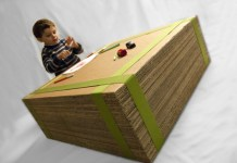 prosty stolik z tektury dla dziecka