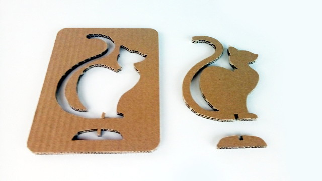 kot-z-karotnu-cardboard-cat-2