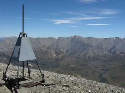 Summit trig, Mt Enys and the Craigieburn Range