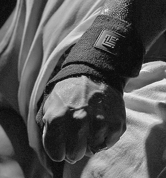 ZLC Black wrist wraps recycled-closeup-HQ
