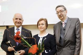 (od lewej) prof. Marek Rudnicki, posłanka Lidia Gądek, dr Wojciech Matusewicz (2015)
