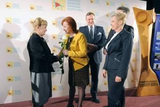 (od lewej) prof. Anna Balcerska (laureatka Honorowej Nagrody Zaufania Złoty OTIS 2017), posłanka Lidia Gądek, wiceminister Marek Tombarkiewicz