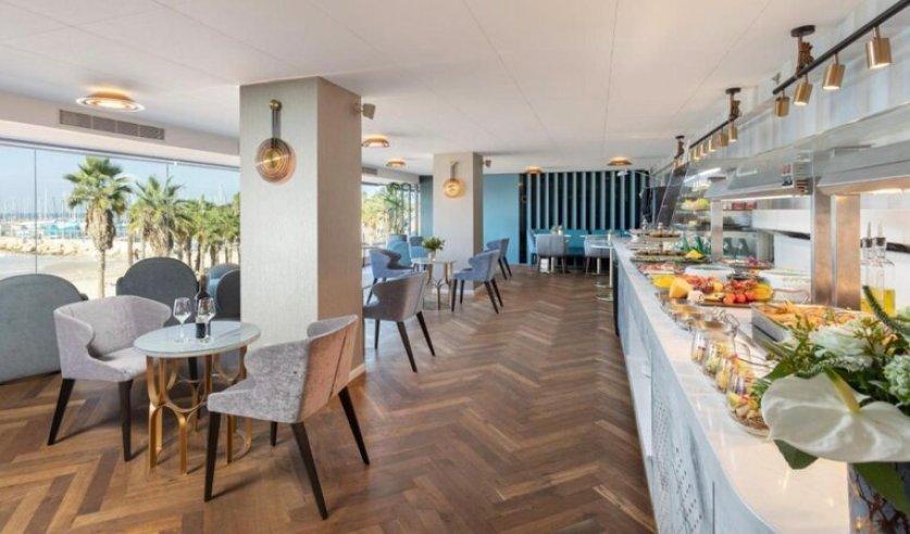 קראון פלאזה מלון חוף