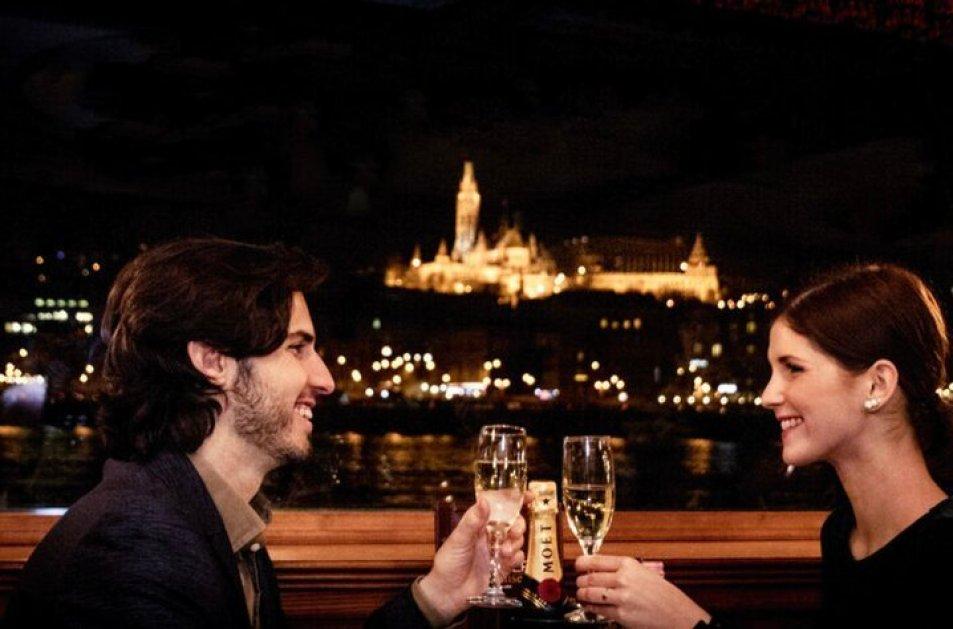 שייט לילי בבודפשט עם או בלי ארוחה
