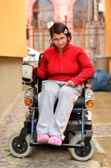 Girl_in_wheelchair