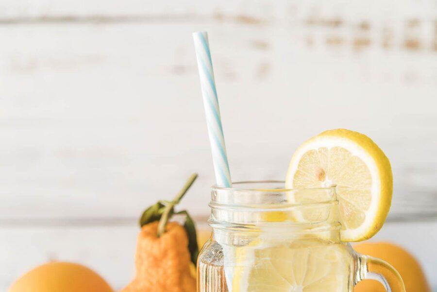 Лимонная вода по утрам: польза и вред, как приготовить, принимать