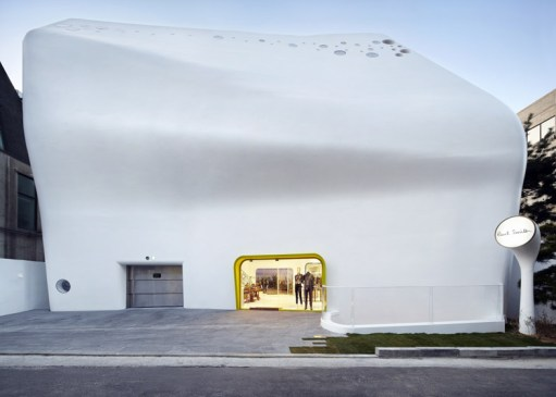 Paul-Smith-store-by-the-System-Lab_dezeen_784_1