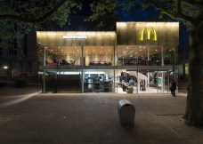 McDonalds-Coolsingel-by-MEI-Architects-and-Planners_dezeen_784_14