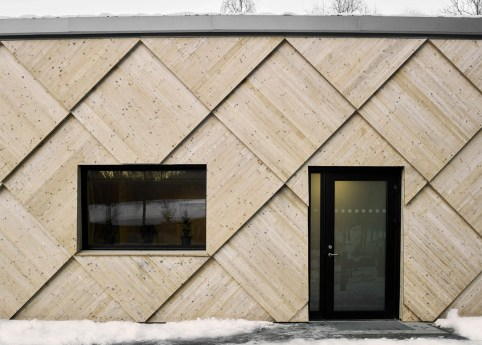 kotten-tengbom-trail-centre-sweden-wood-_dezeen_1568_0
