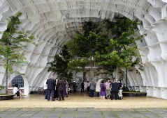 templ-shinslab-temporary-temple-seoul-south-korea-museum-courtyard-recycled-cargo-ship-parts_dezeen_1568_4
