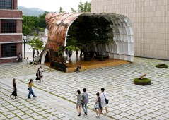 templ-shinslab-temporary-temple-seoul-south-korea-museum-courtyard-recycled-cargo-ship-parts_dezeen_1568_6-1