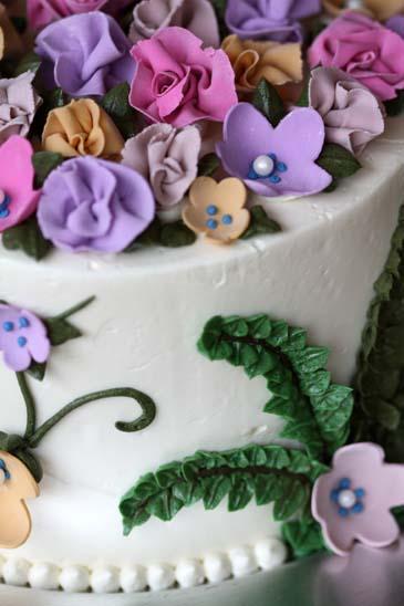 A closeup of the springtime flower cake | Photo by Zoë François