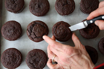 Cutting cupcakes with paring knife | ZoëBakes | Photo by Zoë François