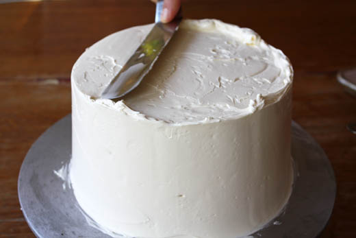 how to buttercream a cake | photo by Zoë François