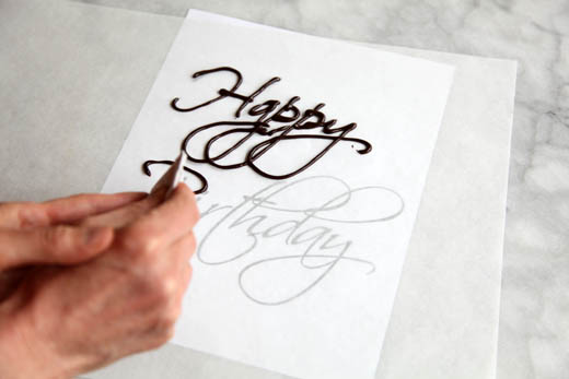 How to Write on a Cake | Photo by Zoë François