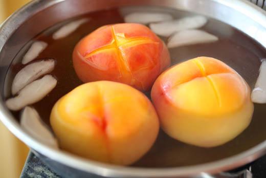 Peaches in ice bath | ZoëBakes | Photo by Zoë François