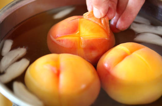 Peeling skin off peaches | ZoëBakes | Photo by Zoë François