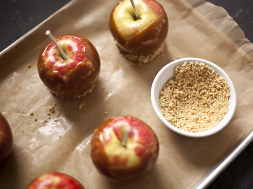 Caramel apples with crushed peanuts | ZoëBakes | Photo by Zoë François