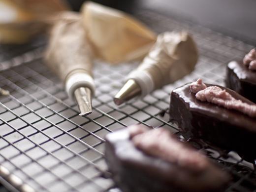 Piping frosting onto cake | ZoëBakes | Photo by Zoë François