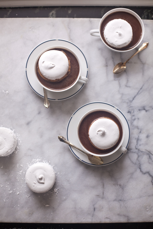 Round marshmallows in hot cocoa | how to make homemade marshmallows | photo by Zoë François