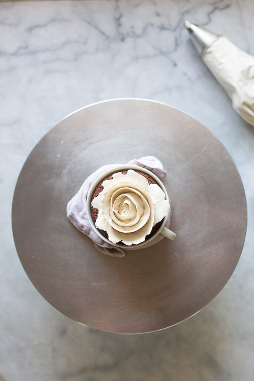Tea Cup Rose Cakes   ZoeBakes (8 of 21)