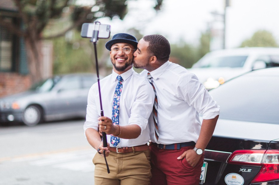 engagement photography selfie photograph in san francisco street