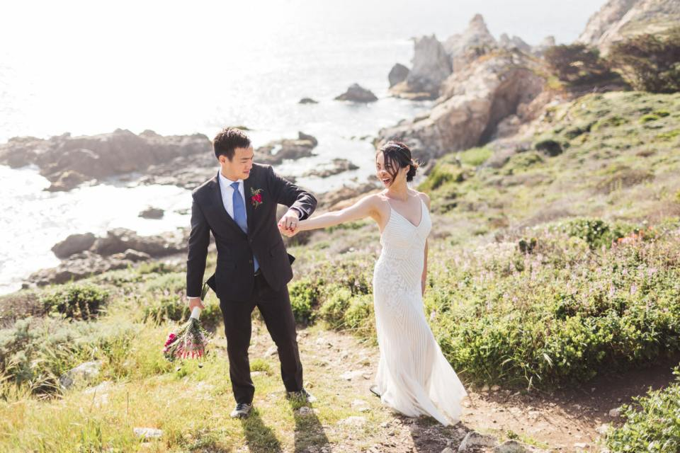 reasons to hire an affordable wedding photographer at your wedding
