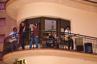Actuación en el balcón del Hostal Granada durante la September Fest.
