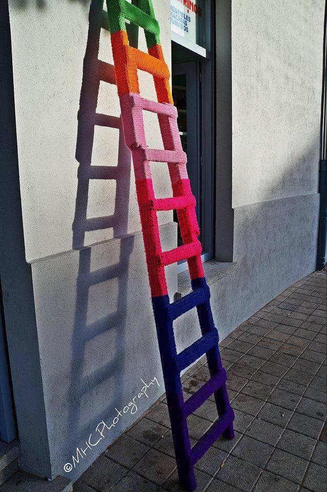La escalera forrada de punto guarda detrás una historia muy peculiar.