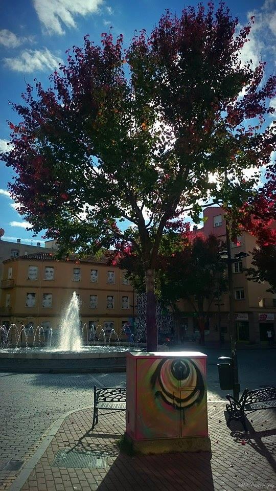 """Autor: Miguel Hernández Corral. """"Este fin de semana paseando por la otoñal plaza del barrio""""."""