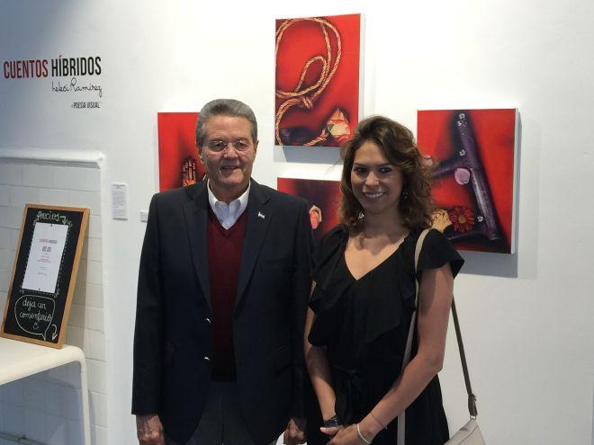 El Embajador de Honduras, Norman García, junto a la fotógrafa Heleci Ramirez