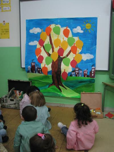 Alumnos de infantil del Juán Jaen en el taller artístico