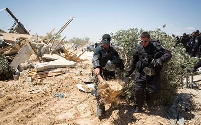 עונשי מאסר לפעילים במאבק על אדמות אל-עראקיב