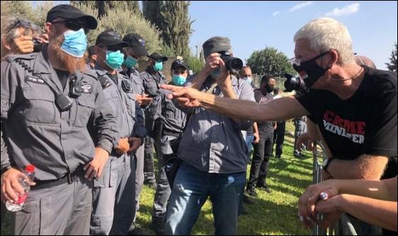 אלפים מחו בשיירות, מול הכנסת ובתל-אביב נגד החוק המגביל הפגנות נגד שלטון הימין