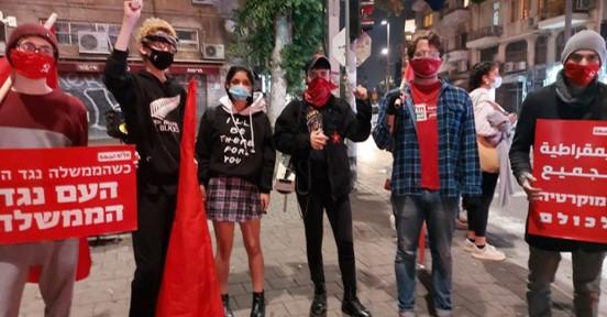 דגלים שחורים ודגלים אדומים הפגינו נגד נתניהו וממשלת הימין ברחבי הארץ