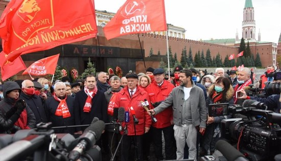רבבות הפגינו במוסקבה לציון 103 שנה למהפכת אוקטובר; אירועים נערכו ברחבי רוסיה