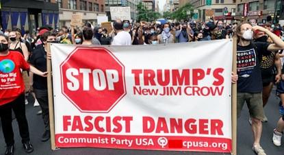 """הקומוניסטים בארה""""ב קוראים להצביע נגד סכנת הפשיזם – נגד דונלד טראמפ"""