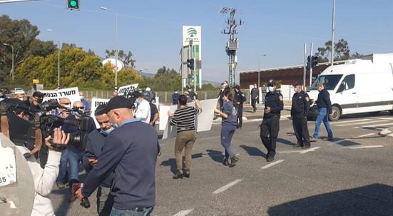 הממשלה מתעלמת מהמצוקה: עובדי המאפייה המרחבית קריית שמונה הפגינו מול ביתו של גנץ