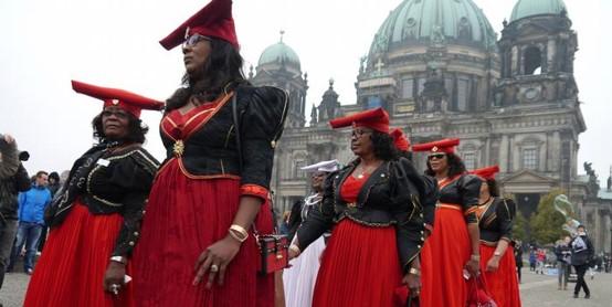 אמנות ההתנגדות: נפתחה תערוכה בגרמניה של צאצאי הקולוניאליזם האירופי