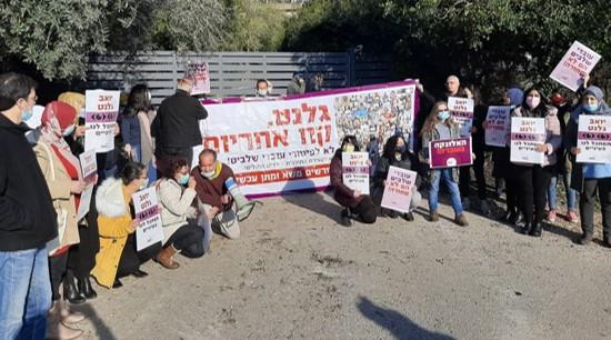 מורים בתכנית שלבים פתחו בשביתה והפגינו מול ביתו של השר גלנט