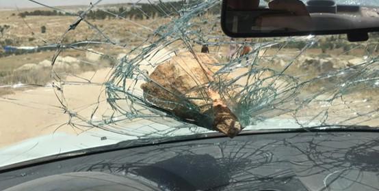 מתנחלים בדרום הר חברון פגעו בחקלאים פלסטינים ובבתיהם בשני כפרים