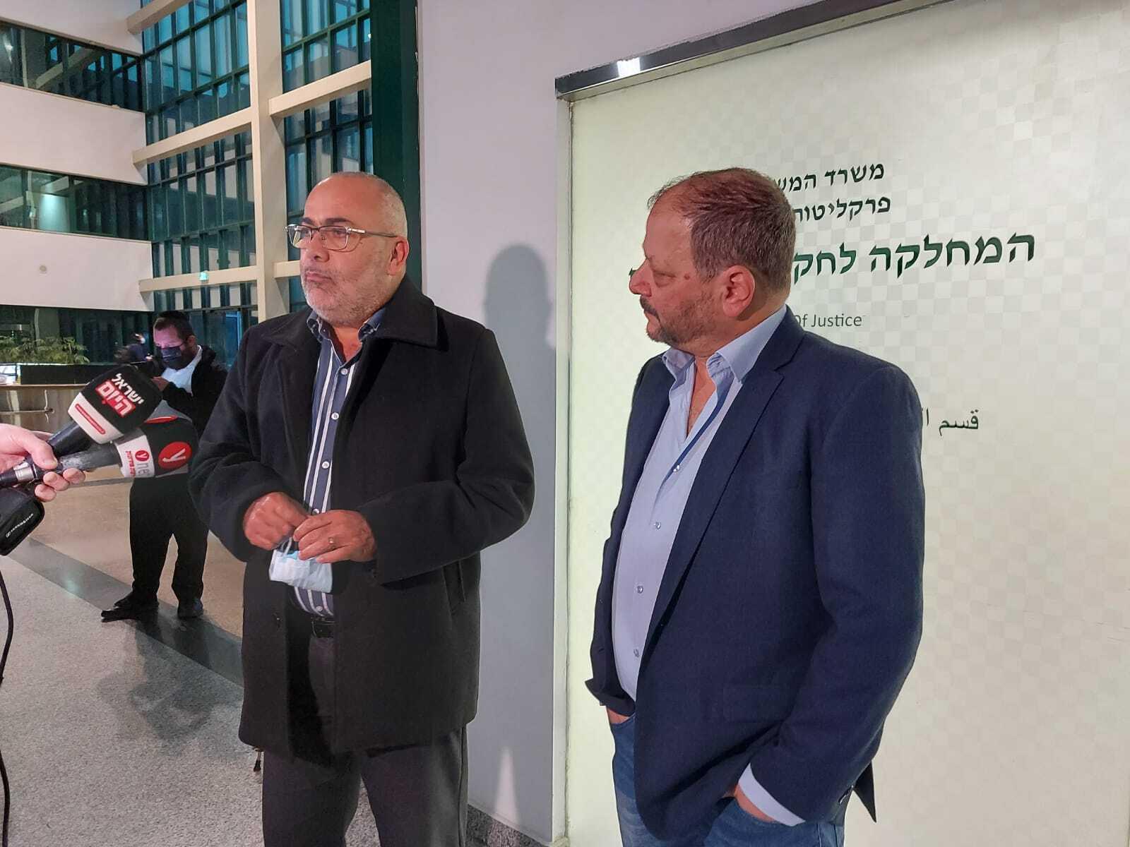 """חבר הכנסת עופר כסיף הגיע למסור הצהרה היום טרם נכנס להגיש תלונה במשרדי מח""""ש"""
