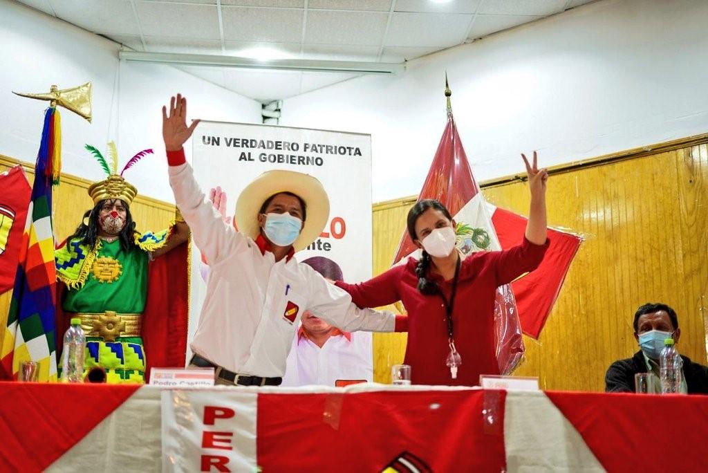 קסטיליו מוביל בסקרים: השמאל בפרו מתאחד לקראת הסיבוב השני בבחירות לנשיאות