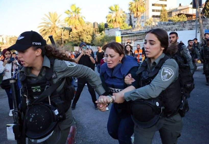 בשייח' ג'ראח נעצרה צעירה המתעדת את מאבק התושבים; אמש נעצרה כתבת אל-ג'זירה