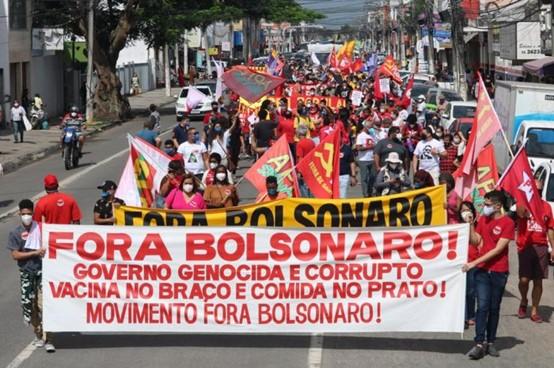 יותר מ-550 אלף מתים מקורונה; מאות אלפים צעדו בערי ברזיל וקראו 'בולסונרו הביתה'