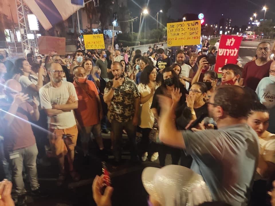 """ח""""כ בן גביר סולק מהמקום: תושבים ופעילים הפגינו בת""""א נגד פינוי גבעת עמל"""