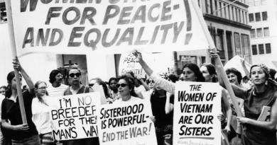 """ב-26 באוגוסט 1970 פרצה מחאה פמיניסטית ושביתות נשים רחבות היקף ברחבי ערי ארה""""ב"""