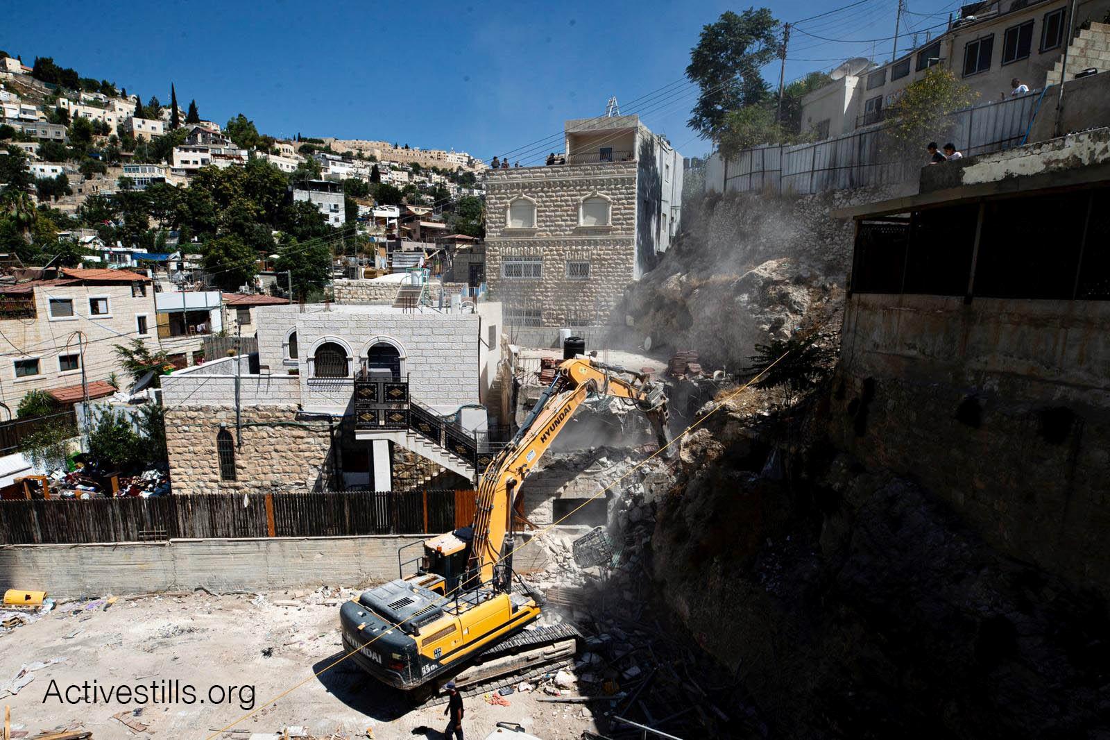 במהלך אוגוסט הכיבוש הרס 108 בתים פלסטינים והותיר 160 בני אדם ללא קורת גג