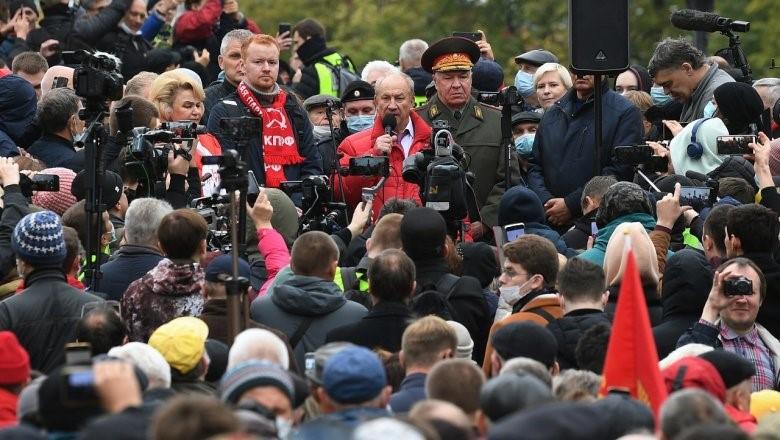 אלפי קומוניסטים הפגינו במרכז מוסקבה בעקבות הזיופים הנרחבים בבחירות לפרלמנט