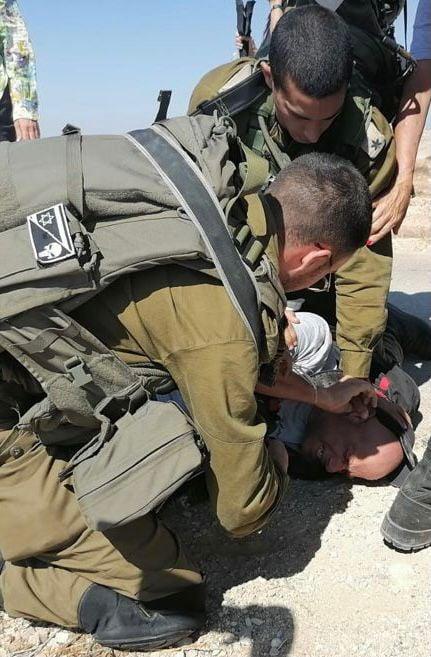 פעילי לוחמים לשלום שהגיעו לסייע לתושבים הפלסטינים בדרום הר חברון בא – טוואני הותקפו על ידי חיילים